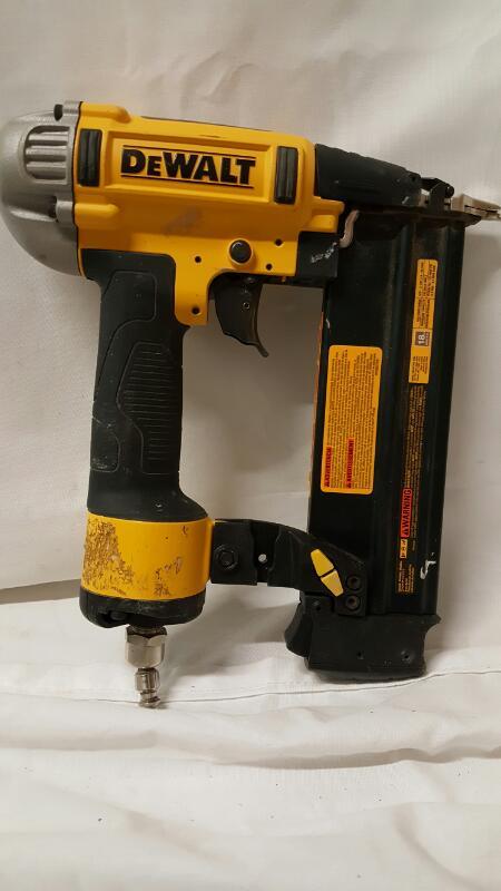 DEWALT Nailer/Stapler DWFP12233 NAILER