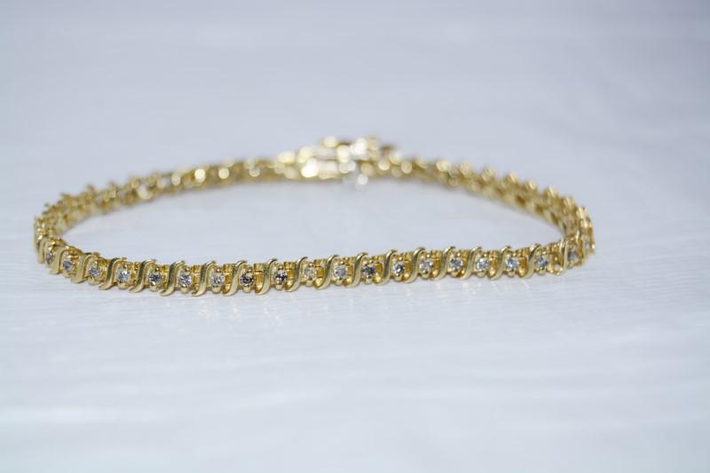 "6"" 14K Yellow Gold Wave Inspired Round Brilliant Diamond Tennis Bracelet"