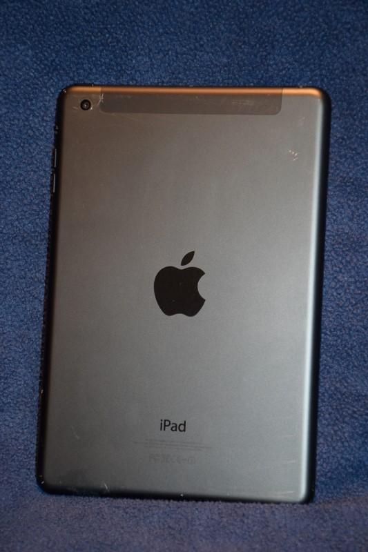 Apple iPad Mini 16GB Black WIFI/CELLULAR - iCloud Locked
