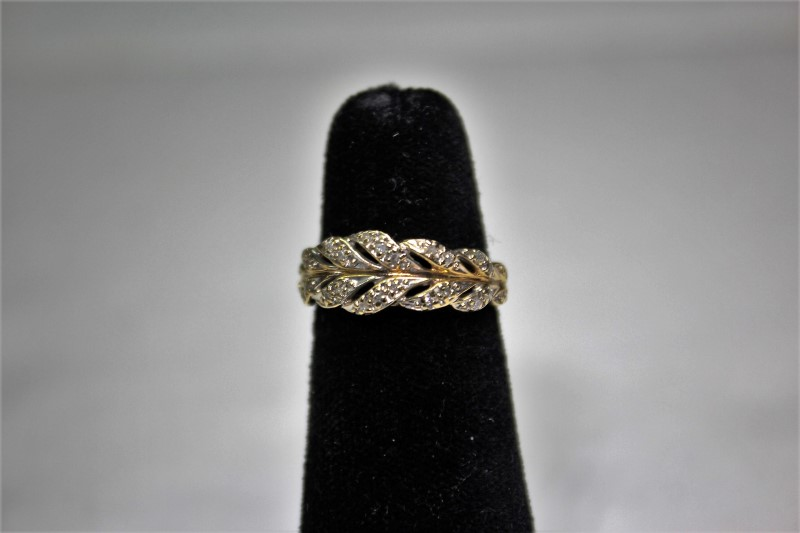 Lady's Diamond Fashion Ring 20 Diamonds .20 Carat T.W. 14K Yellow Gold 3.4g