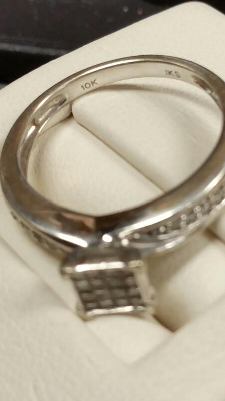 Lady's Gold Ring 10K White Gold 1.7dwt