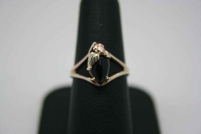 LADY'S 10K BLACK HILLS GOLD ONYX RING
