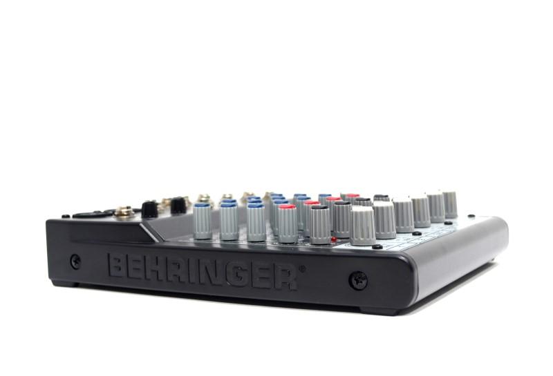 Behringer Xenyx 802 Premium 8-Intputs/2-Bus Mixer & Audio Interface>