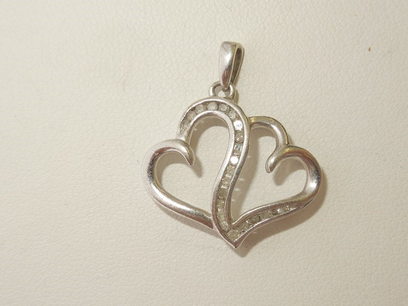 Silver-Diamond Pendant 21 Diamonds .21 Carat T.W. 925 Silver 2g
