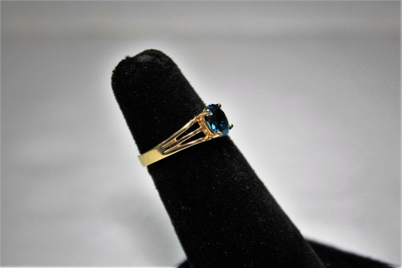 Blue Stone Lady's Stone Ring 14K Yellow Gold 3g Size:6.5