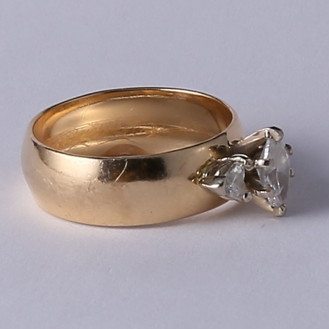 14K Yellow Gold Marquise & Heart Cut 3 Stone Diamond Ring Size 6.75