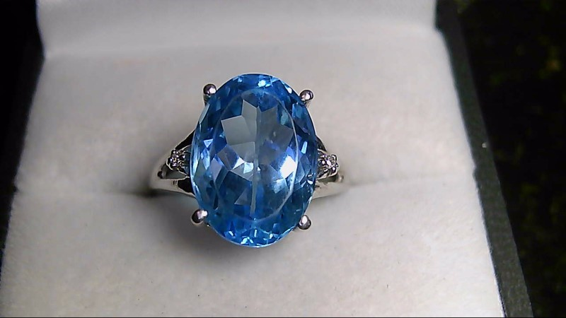 lady's 10k whtie gold oval blue topaz -2-1mm rd dia ring