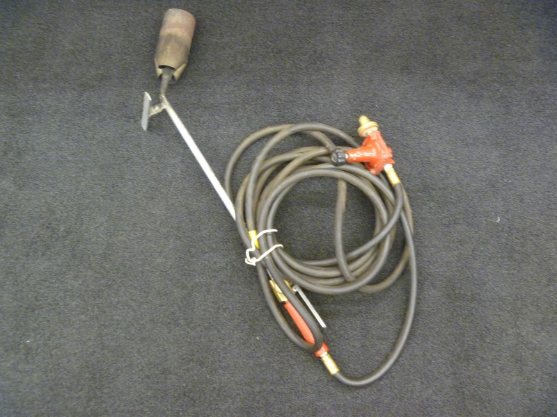 REGO 567FC GAS REGULATOR WITH PROPANE TORCH AND BLACK HOSE