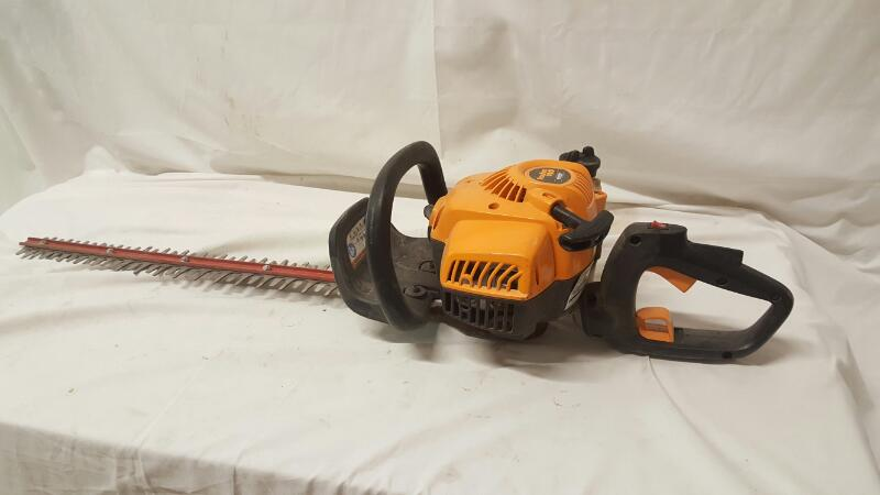 POULAN Hedge Trimmer PP2822 HEDGE TRIMMER