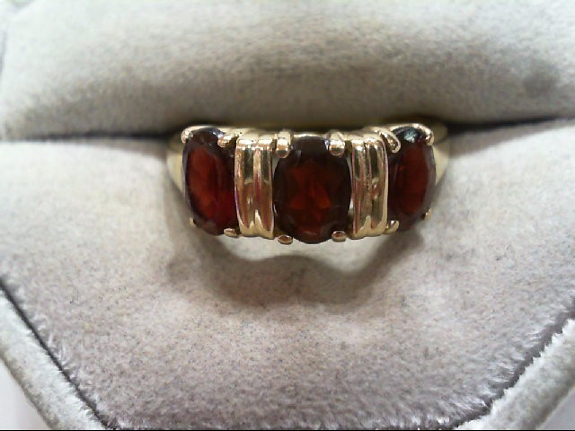 Almandite Garnet Lady's Stone Ring 10K Yellow Gold 3.1g