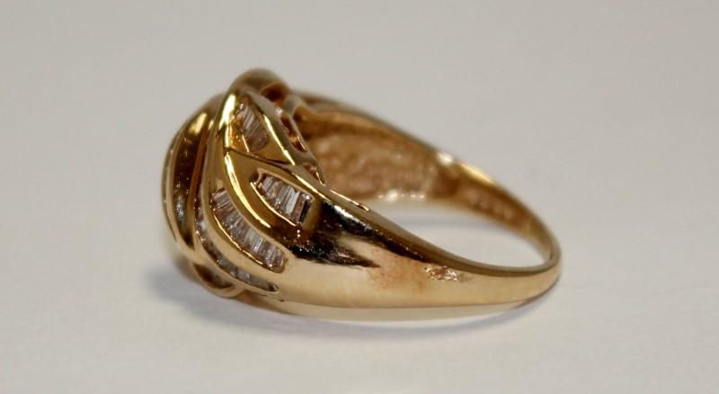 14K Gold Lady's Diamond Cluster Ring (80) Diamonds