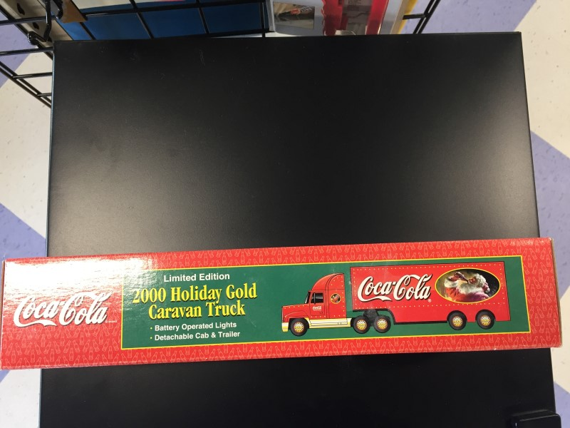 COCA COLA  2000 HOLIDAY GOLD CARAVAN TRUCK