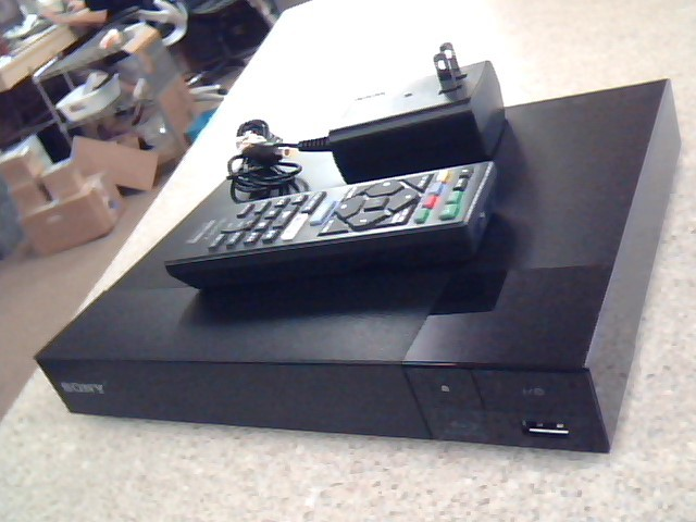 SONY Blu-Ray Player BDP-S2500 WITH REMOTE