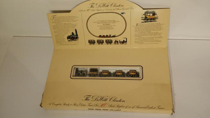 L@@K! BACHMANN DEWITT CLINTON HO SCALE ELECTRIC TRAIN SET