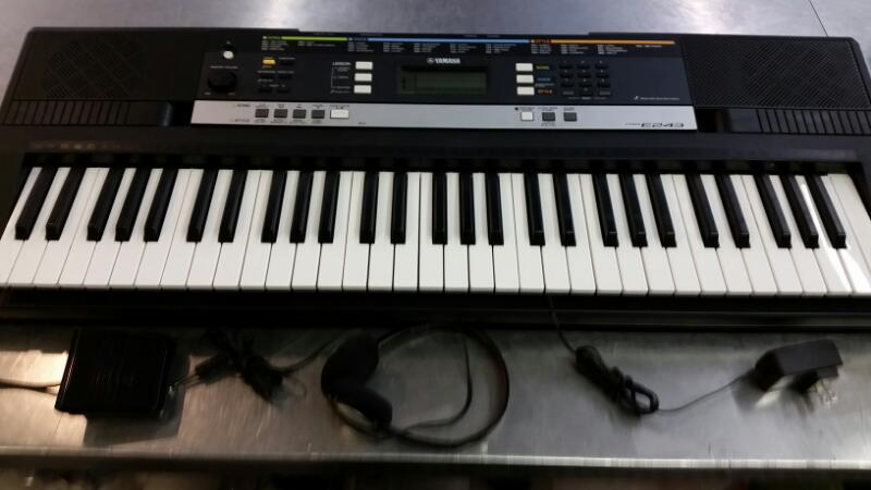 YAMAHA Keyboards/MIDI Equipment PSR E243
