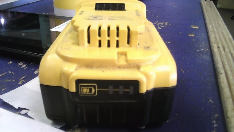 DEWALT Battery/Charger DCB204