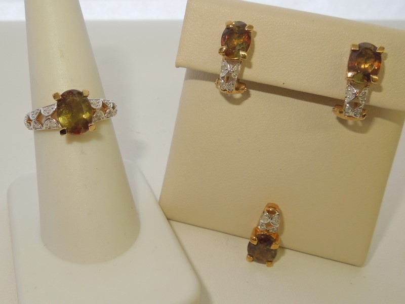 Synthetic Peridot Lady's Stone & Diamond Ring 24 Diamonds .24 Carat T.W.