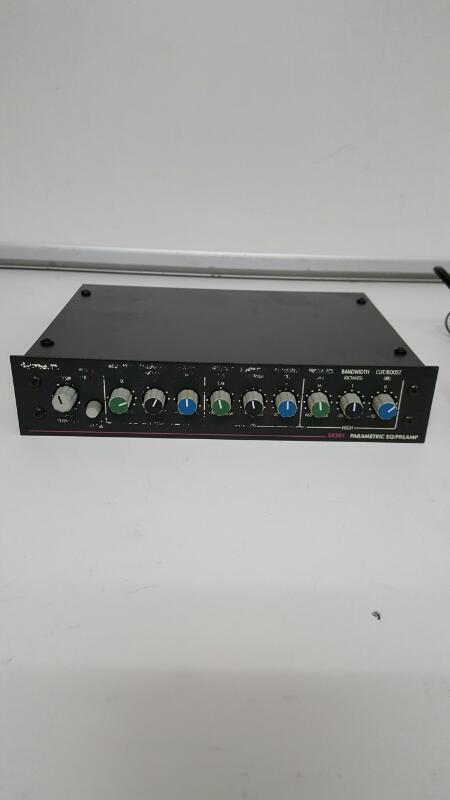 Symetrix SX201 Parametric EQ/Pre Amp