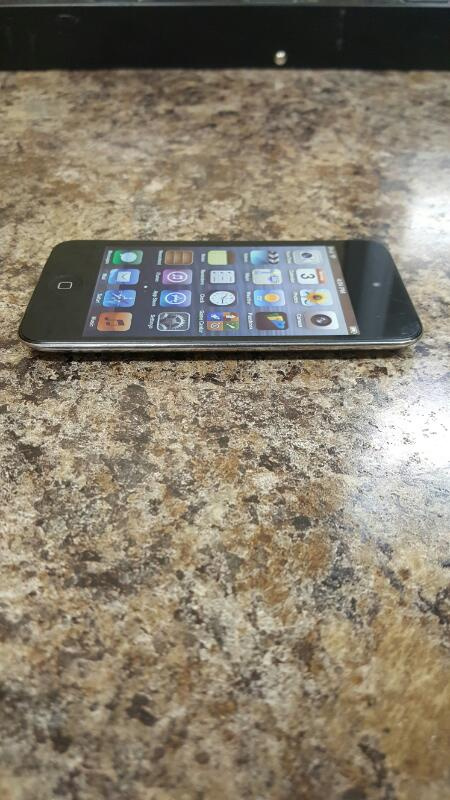 Apple iPod Touch 4th Generation Black (8GB, MC540LL/A)