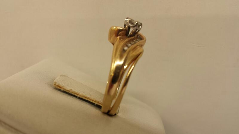 10k Yellow Gold Ring with 11 Diamonds at .25ctw - 2.6dwt - Size 7