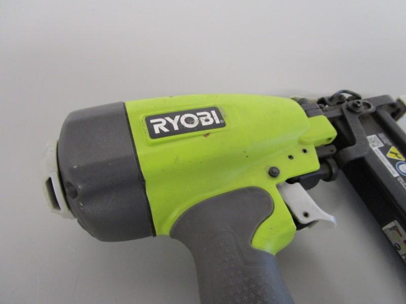 RYOBI YG125CS CROWN STAPLER, 18 GA, FOR PARTS OR REPAIR