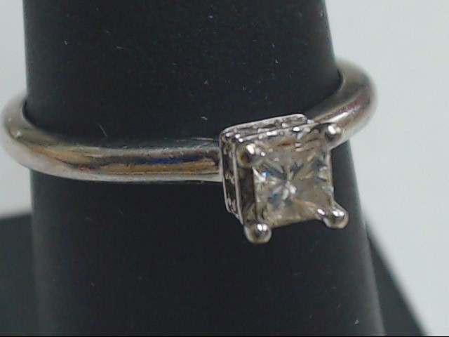Lady's Diamond Engagement Ring .25 CT. 14K White Gold 2.2g Size:6.8