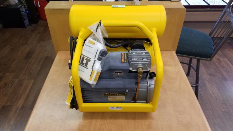 DEWALT 4-Gallon Air Compressor Electric D55152