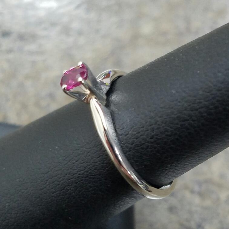 Ruby Lady's Stone Ring 14K White Gold 1.43dwt