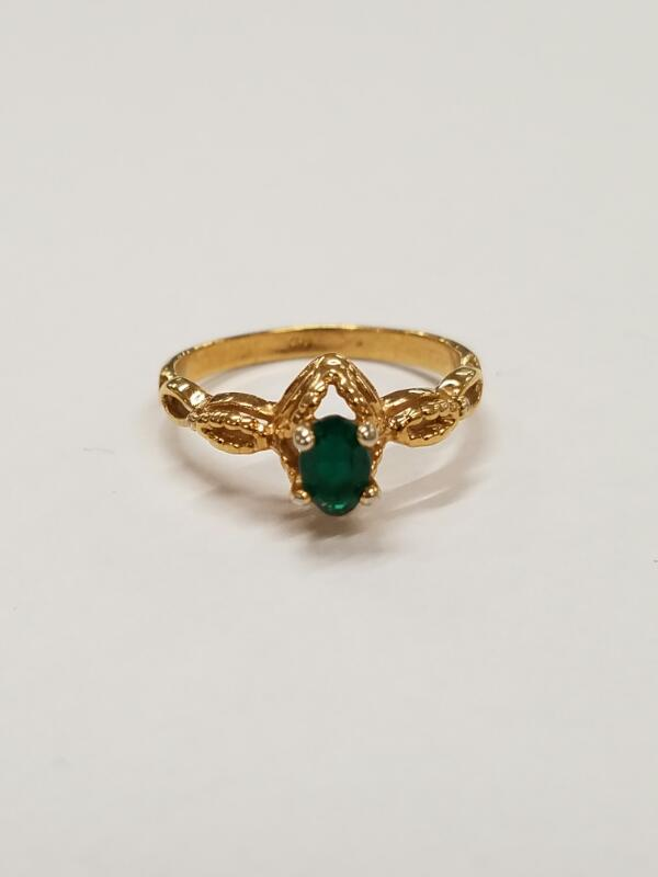 Green Stone Lady's Stone Ring 10K Yellow Gold 1.8g