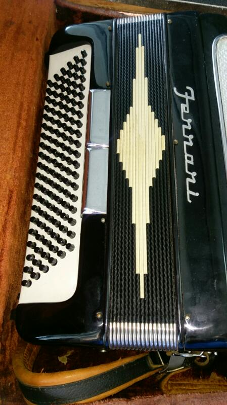FERRARI Accordion Model B520X Vintage ACCORDIAN