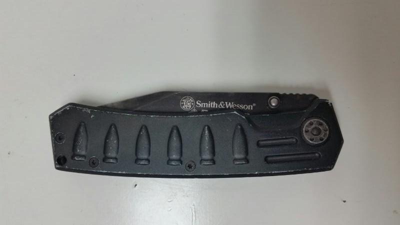 SMITH & WESSON BULLSEYE POCKET KNIFE TANTO BLADE