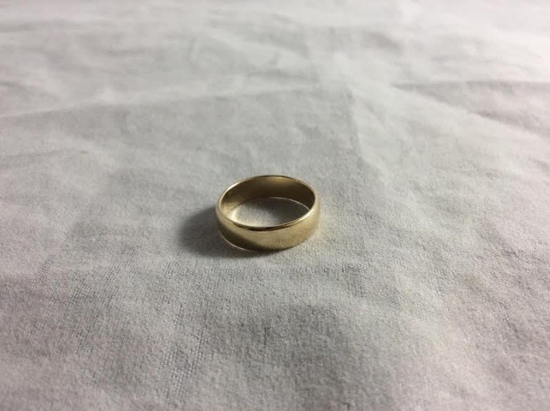 Beautiful Plain Yellow Gold 10K Unisex Wedding Band Size 5.5 Weighs 2.64 Grams