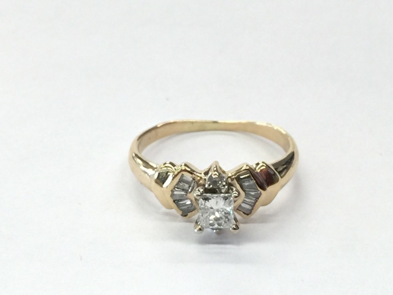 LDS 14KT Lady's Diamond Engagement Ring DIAMOND 12 Diamonds .34 Carat T.W.