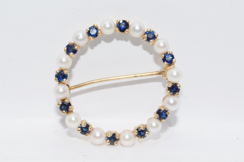 14K Yellow Gold White Pearl & Sapphire Circular Wreath Pin Brooch