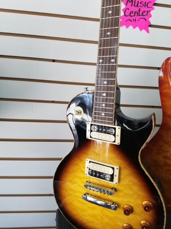 XAVIERE N/A GUITAR-ELECTRIC   W/BLK HARD CASE SUNBURST