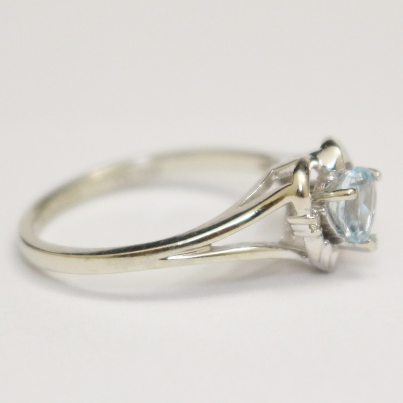 10K White Gold Heart Shaped Aquamarine & Diamond Ring Size 6.5
