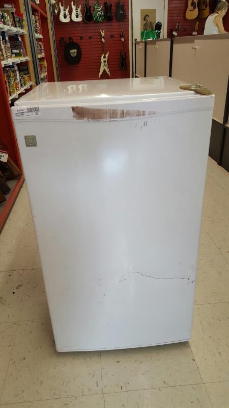 GE Mini Refrigerator/Freezer SMR03BASWW