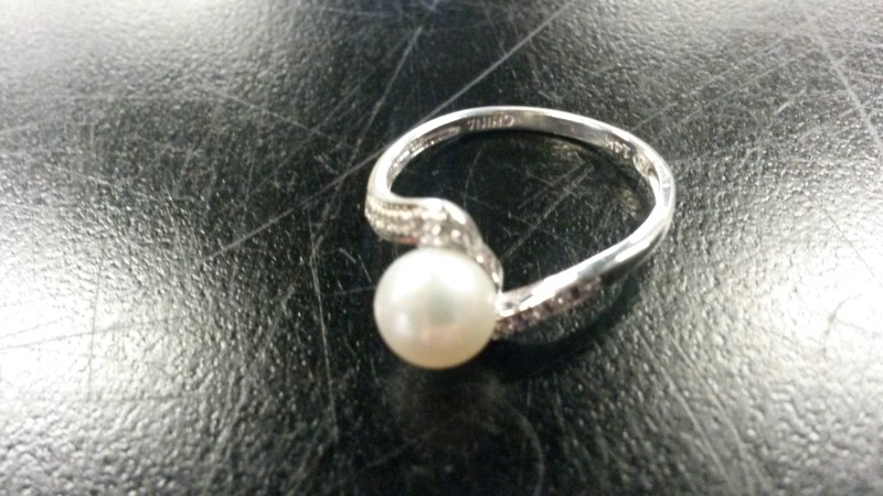 Synthetic Pearl Lady's Stone & Diamond Ring 12 Diamonds .12 Carat T.W.