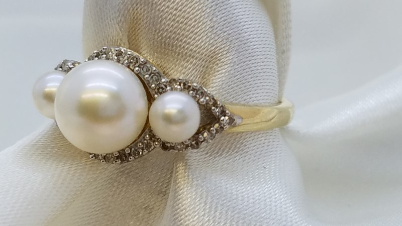Lady's Pearl & Diamond Ring 44 Diamonds .44 Carat T.W. 14K Yellow Gold