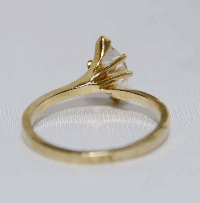 Cubic Zirconia Ring 14K Yellow Gold 2.5g Size:6.5