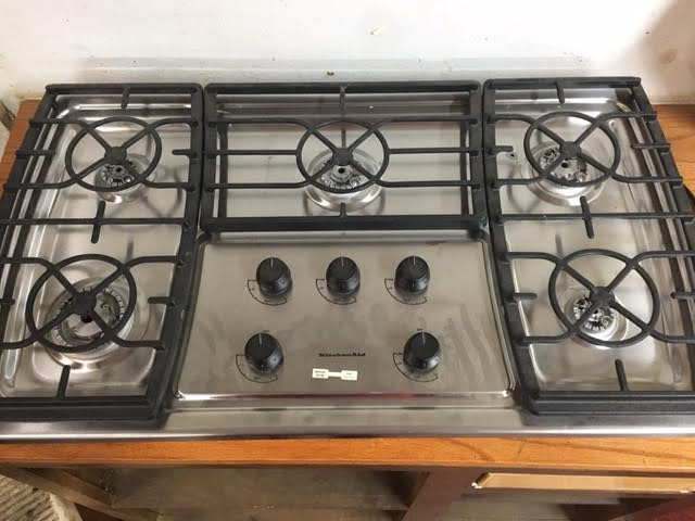 5 BURNER COOK TOP NAT/LP GAS HAS NO BOX OR BOOKS NEVER USED