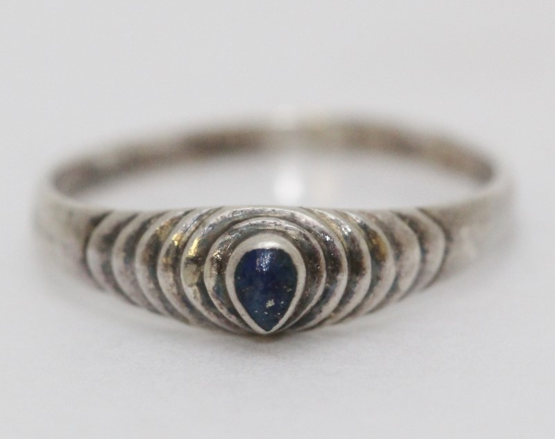 Sterling Silver Pear Shaped Blue Stone Tapered Textured Band Ring sz 7