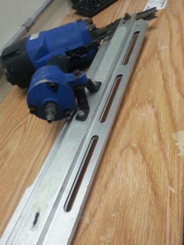 CAMPBELL HAUSFELD Nailer/Stapler FRAMING NAILER