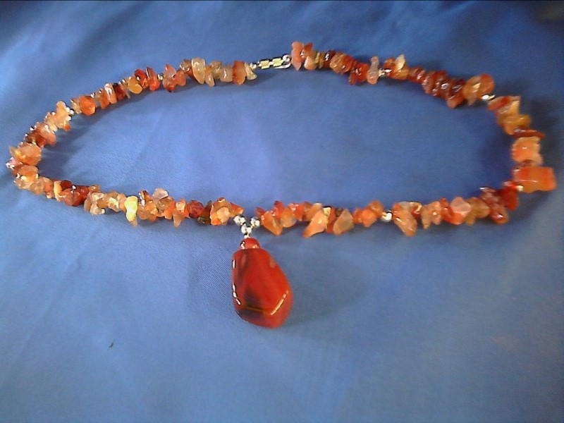 NECKLACE JEWELRY JEWELRY; RED AGATE STONE WITH SILVER TONE BEADS