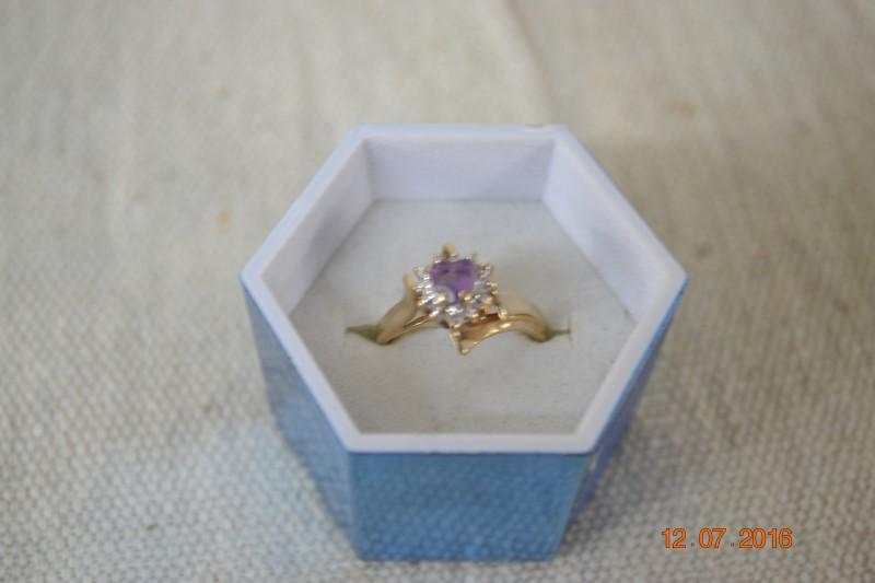 Purple Stone Lady's Stone Ring 10K Yellow Gold 2.7g
