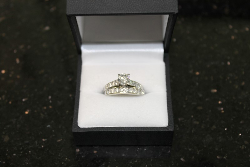 Lady's 14k white gold 1.04ct round diamond with round diamonds in mounting ring