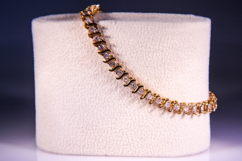 Gold-Diamond Bracelet 50 Diamonds 1.50 Carat T.W. 14K Yellow Gold 9.1g