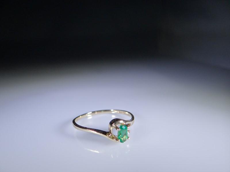 Green Stone Lady's Stone & Diamond Ring .003 CT. 10K Yellow Gold 1.24g