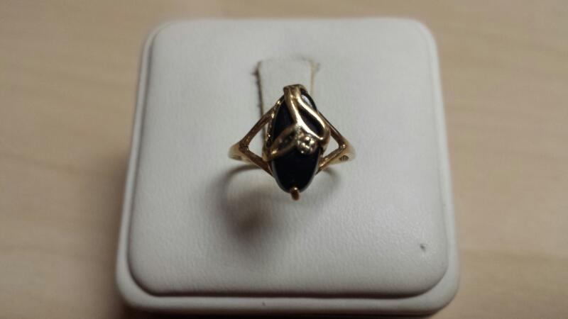 10k Yellow Gold Ring with 1 Oval Black Stone - .9dwt - Size 5