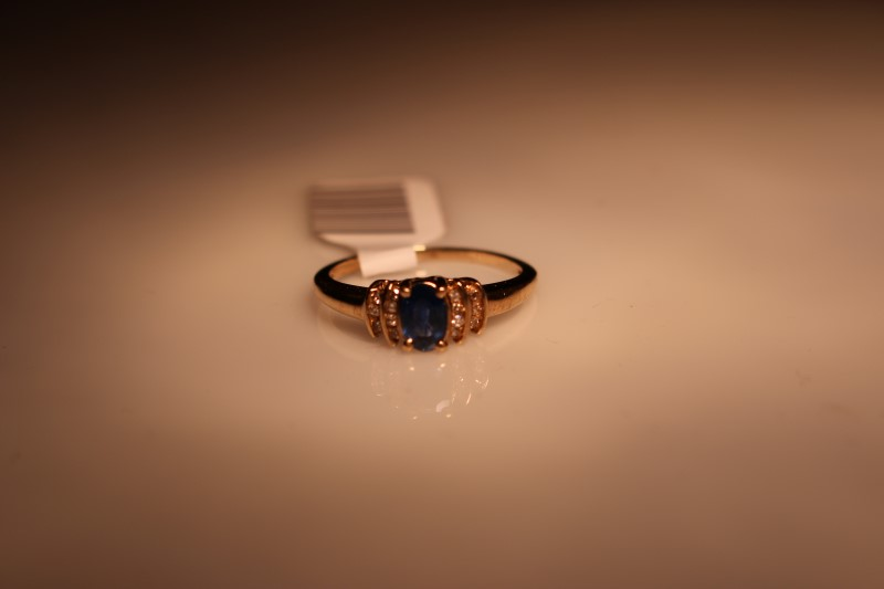 Blue Stone Lady's Stone Ring 10K Yellow Gold 1.87g